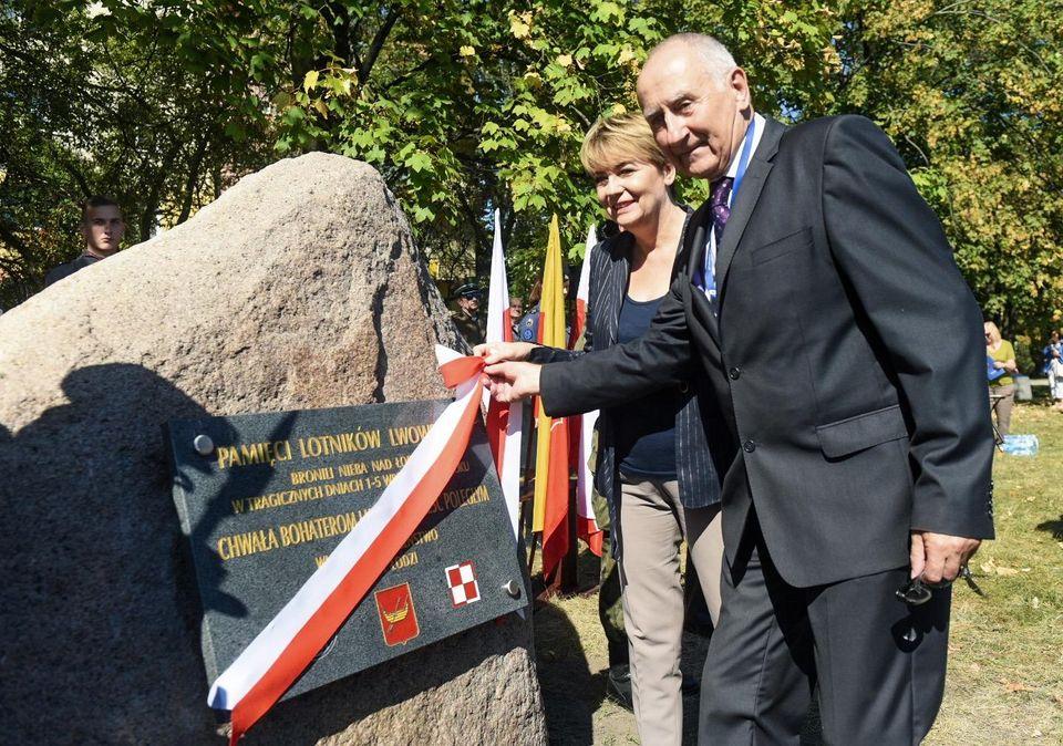 Пам'ятник львівським пілотам урочисто відкрили в Польщі - Цензор.НЕТ 3364