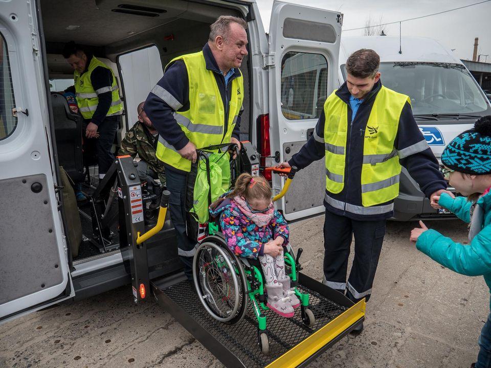 Góra Cztery nowe samochody MPK do przewozu osób niepełnosprawnych NO46